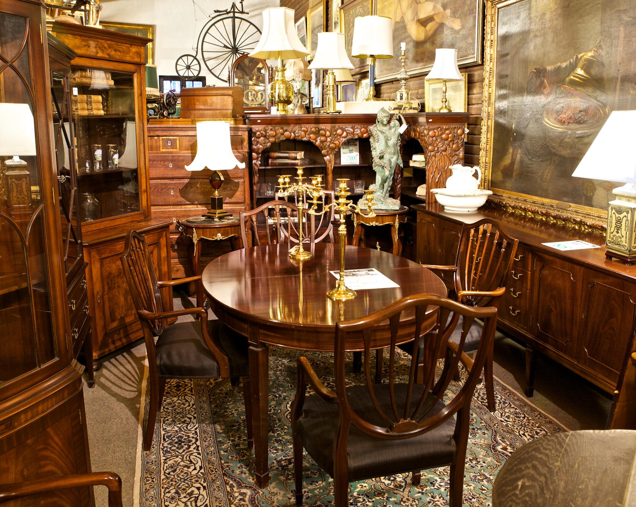 Vintage møbler og klassiske antikviteter som klassisk antikt møbel